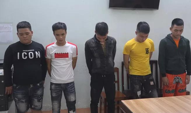 Vụ 2 băng nhóm nổ súng hỗn chiến ở nghĩa địa: Bắt tạm giam 11 thanh niên - Ảnh 1