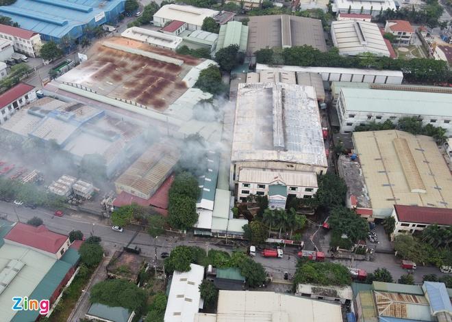 Hiện trường vụ cháy kinh hoàng tại khu công nghiệp Phú Thị, 3 người tử vong - Ảnh 3