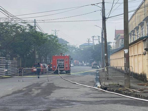 Hiện trường vụ cháy kinh hoàng tại khu công nghiệp Phú Thị, 3 người tử vong - Ảnh 5