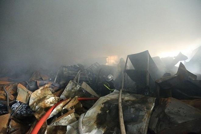 Hiện trường vụ cháy kinh hoàng tại khu công nghiệp Phú Thị, 3 người tử vong - Ảnh 2