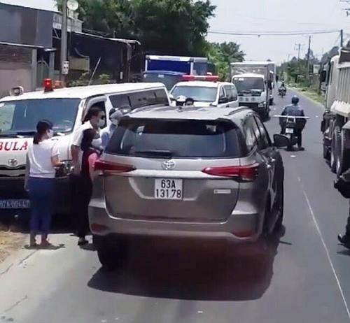 Tin tai nạn giao thông mới nhất ngày 8/5/2020: Xe máy va chạm ô tô tải, 2 cha con tử vong thương tâm - Ảnh 2