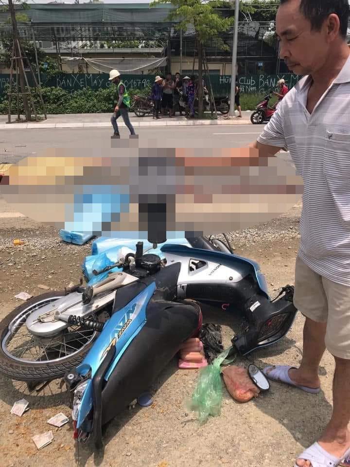 Hiện trường vụ xe máy va chạm với xe đầu kéo, 2 mẹ con tử vong - Ảnh 2
