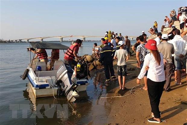 Vụ lật thuyền 5 người mất tích trên sông Thu Bồn: Tìm thấy thi thể nạn nhân thứ 3 - Ảnh 1