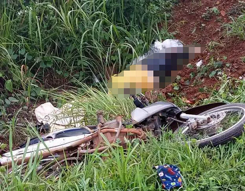 Ô tô tải húc văng xe máy, người phụ nữ rơi xuống vực tử vong tại chỗ - Ảnh 1