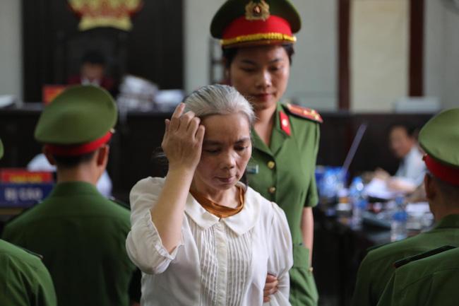 Phúc thẩm vụ sát hại nữ sinh giao gà: Bùi Thị Kim Thu gây bất ngờ với diện mạo khác lạ, tóc bạc trắng - Ảnh 2