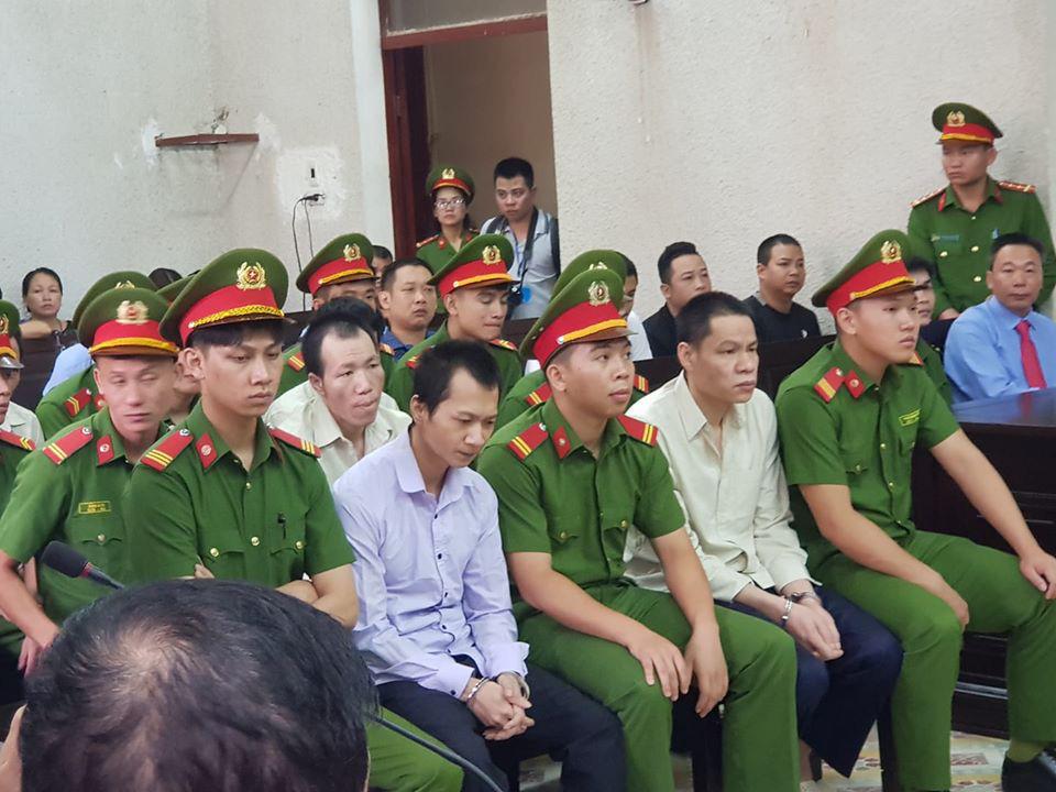 Phúc thẩm vụ sát hại nữ sinh giao gà: Bùi Thị Kim Thu gây bất ngờ với diện mạo khác lạ, tóc bạc trắng - Ảnh 4