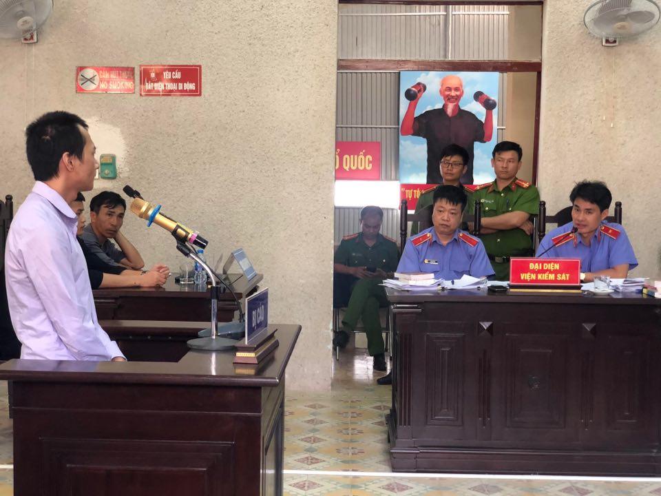 """Phúc thẩm vụ sát hại nữ sinh giao gà: Vương Văn Hùng khai """"bị ép cung suốt 7 ngày 7 đêm"""" - Ảnh 1"""