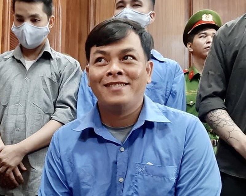 """""""Đại gia đeo vàng giả nhiều nhất Việt Nam"""" Phúc XO lĩnh 12 năm tù - Ảnh 1"""