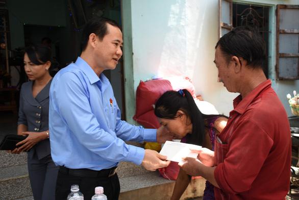Phó trưởng Ban Nội chính Trung ương thăm gia đình bé gái 13 tuổi bị sát hại ở Phú Yên - Ảnh 1