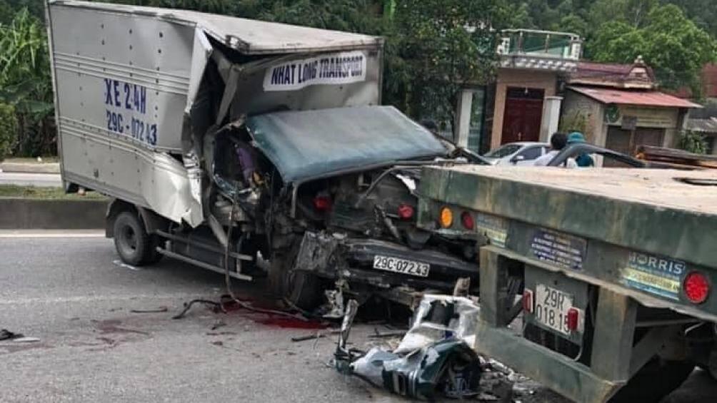 Tin tai nạn giao thông mới nhất ngày 26/6/2020: Ô tô tải tông đuôi xe rơ moóc, phụ xe đứt lìa cánh tay - Ảnh 1