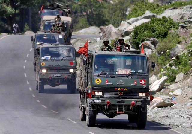 Căng thẳng leo thang, Trung - Ấn rầm rộ đưa quân đến biên giới ở Himalaya - Ảnh 1