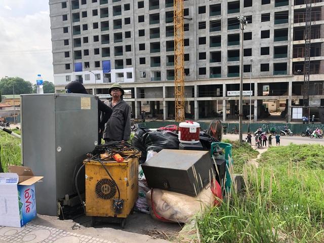 Hà Nội: Cháy dữ dội tại xưởng hóa chất ở Long Biên, thùng phuy bắn tung lên trời - Ảnh 4