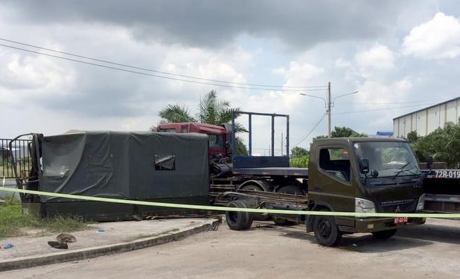 Tin tai nạn giao thông mới nhất ngày 7/6/2020: Xe đầu kéo tông ô tô biển đỏ chở dân quân, 1 người chết - Ảnh 1
