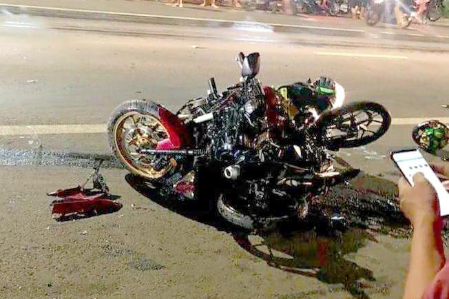 Tin tai nạn giao thông mới nhất ngày 8/6/2020: Honda CBR1000RR tông xe máy trên quốc lộ, 2 người chết - Ảnh 1