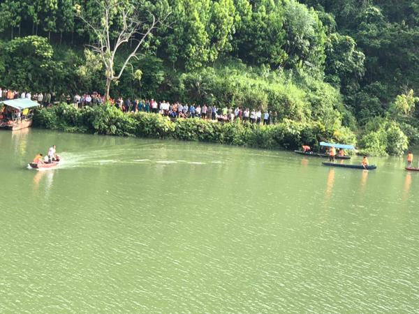 Vụ lật thuyền ở Lào Cai, 3 người mất tích: Tìm thấy thi thể 2 nạn nhân - Ảnh 1