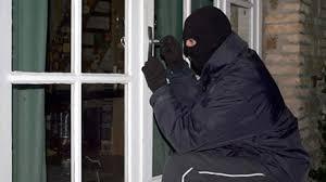 Trích xuất camera, truy tìm 2 thanh niên leo cửa sổ nhà nữ đại gia 28 tuổi trộm hơn 2 tỷ đồng - Ảnh 1