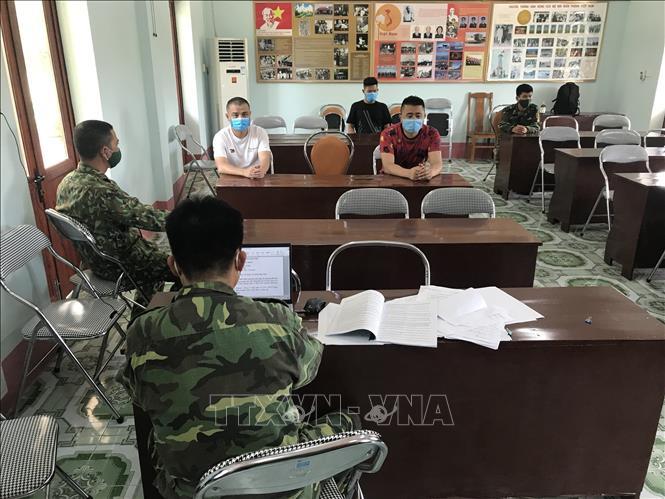 2 người Việt Nam dùng xe máy chở 3 người Trung Quốc nhập cảnh trái phép qua biên giới - Ảnh 1