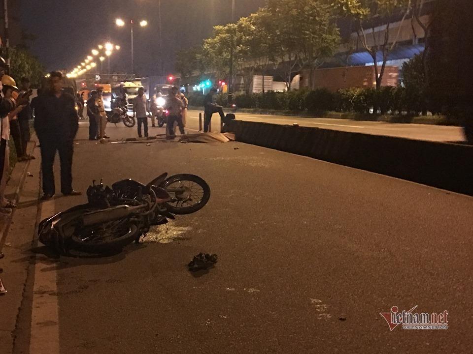 Tin tai nạn giao thông mới nhất ngày 11/7/2020: Xe máy tông gãy biển báo, nam sinh viên tử vong - Ảnh 1