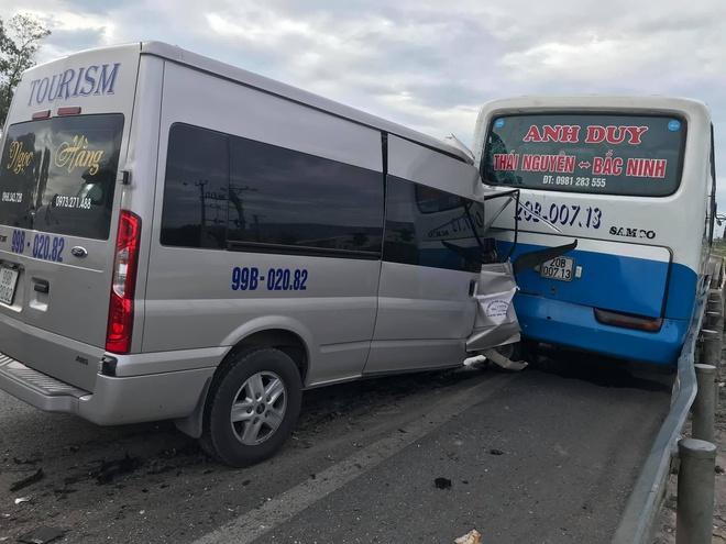 Tin tai nạn giao thông mới nhất ngày 11/7/2020: Xe máy tông gãy biển báo, nam sinh viên tử vong - Ảnh 2