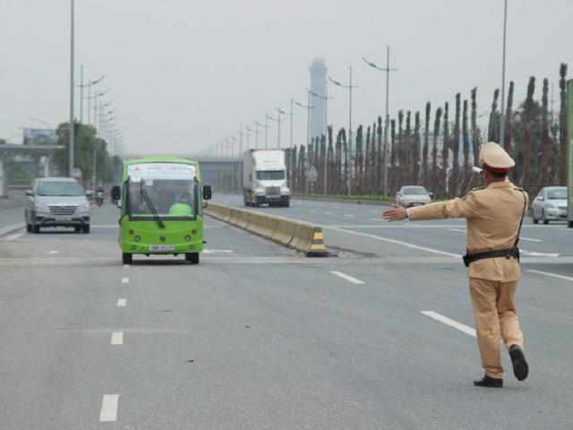Từ 5/8, CSGT chỉ được dừng xe trên đường cao tốc tại những vị trí nào? - Ảnh 1
