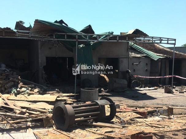 Vụ nổ nồi hơi làm bánh đa ở Nghệ An: Thổi bay mái tôn ki ốt, 2 chị em ruột thương vong - Ảnh 1