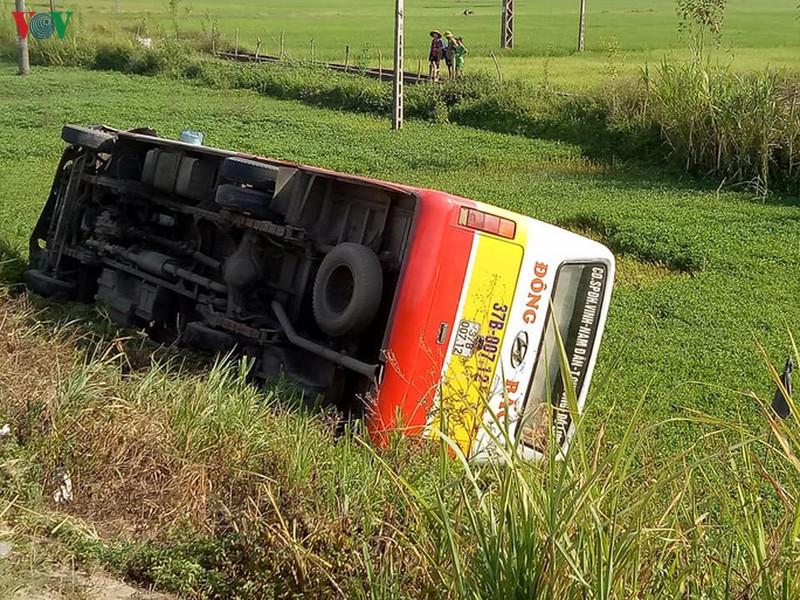Tin tai nạn giao thông mới nhất ngày 22/7/2020: Tài xế GrabBike bị tàu hỏa húc văng 20 mét, tử vong tại chỗ - Ảnh 2