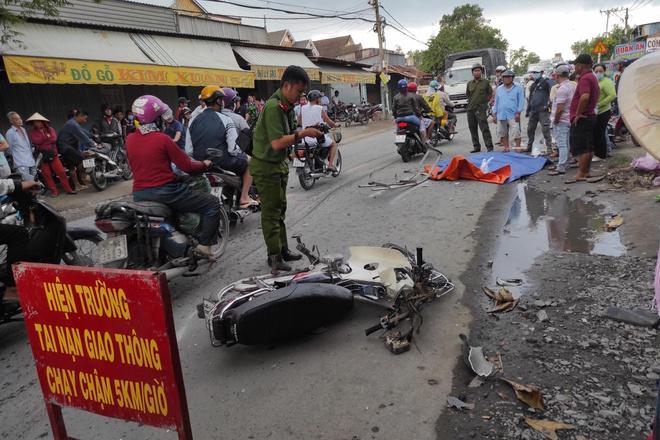 Tin tai nạn giao thông mới nhất ngày 25/7/2020: Tông đuôi xe tải, người đàn ông tử vong tại chỗ - Ảnh 1