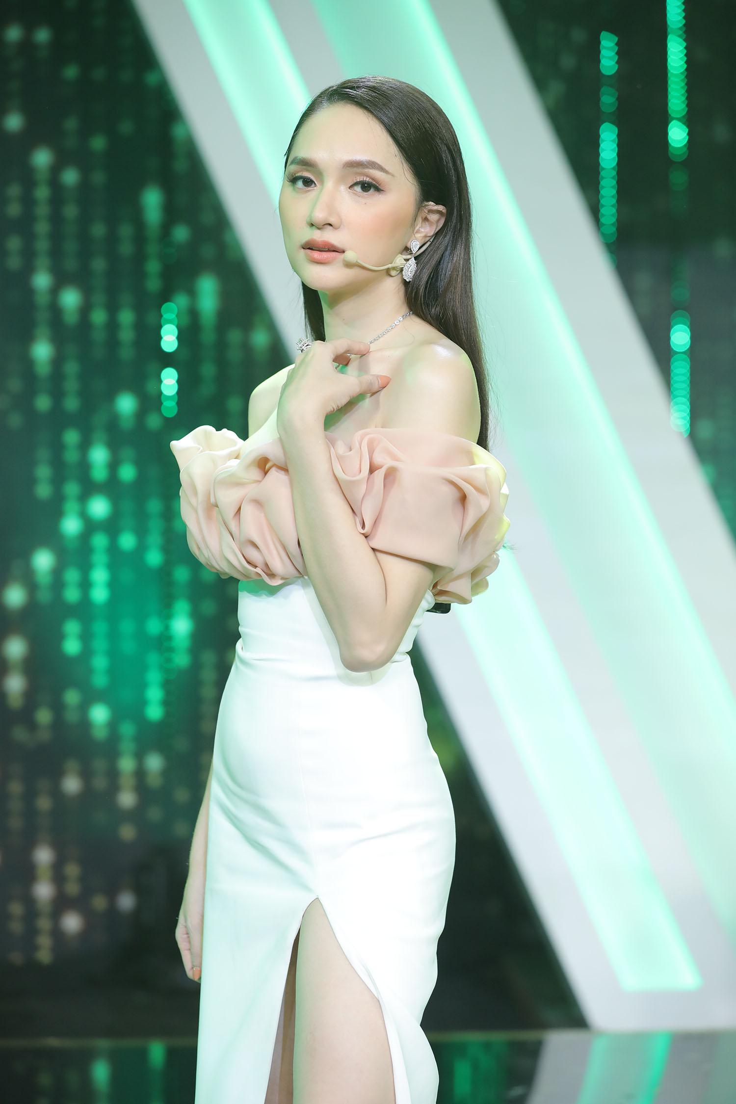 """Trấn Thành bật khóc khi Hương Giang lần thứ 2 ngồi ghế nữ chính """"Người ấy là ai"""" - Ảnh 1"""