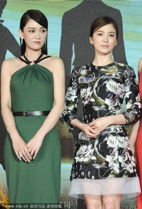"""Mỹ nhân xứ Hàn bị biến thành """"bạch tuộc"""" khi đứng cạnh sao nước khác: Song Hye Kyo bị """"dìm"""" thê thảm nhất - Ảnh 1"""