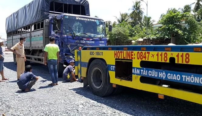 Tin tai nạn giao thông mới nhất ngày 31/7/2020: Người phụ nữ đi bán gạo tử vong thương tâm dưới gầm xe đầu kéo - Ảnh 2