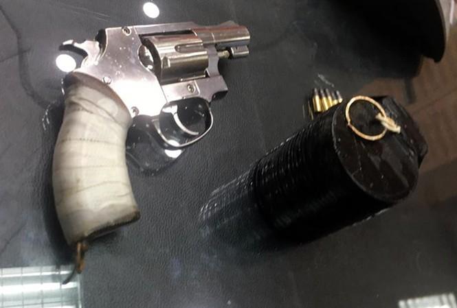 """Vụ cướp ngân hàng BIDV: Nghi phạm dí súng vào đầu trưởng phòng giao dịch doạ """"nhấn báo động tao bắn"""" - Ảnh 1"""