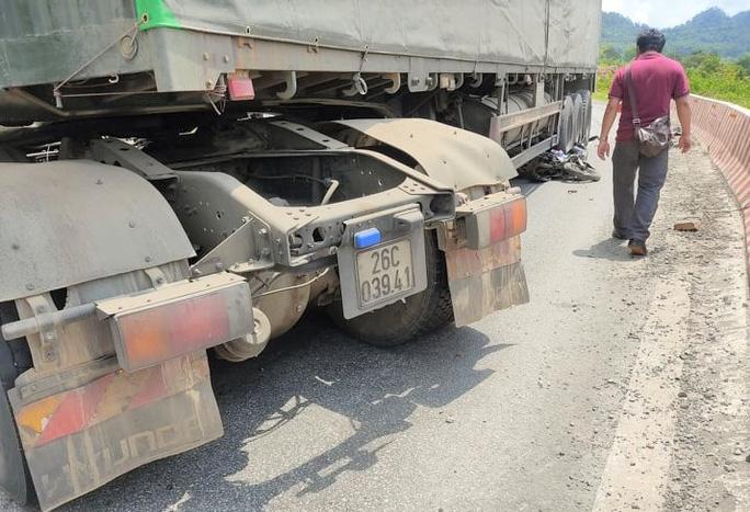 Tin tai nạn giao thông mới nhất ngày 1/8/2020: Hé lộ nguyên nhân vụ thi thể người đàn ông dưới ruộng lúa - Ảnh 2