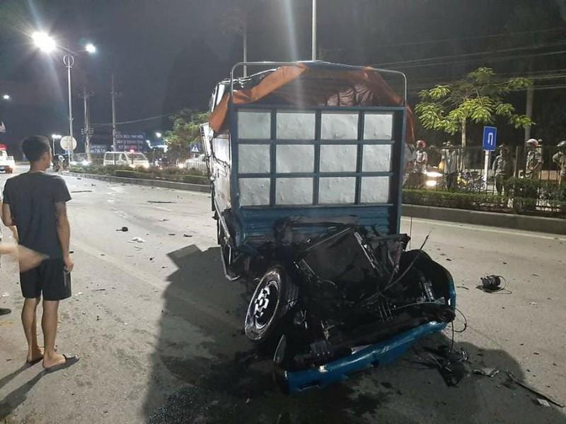 Tai nạn kinh hoàng ở Quảng Ninh: Ôtô bán tải đâm trực diện xe tải, 1 người chết - Ảnh 1