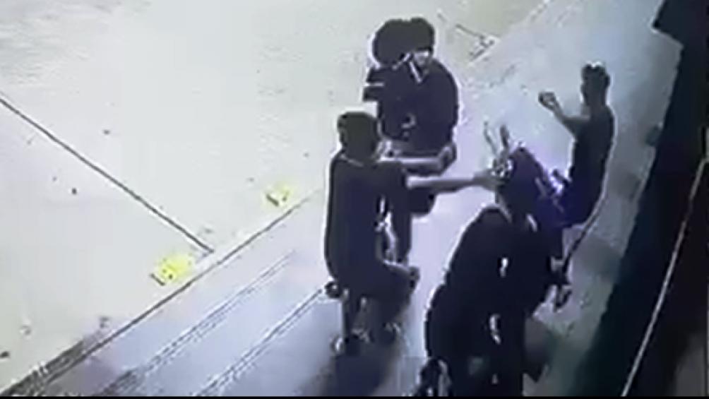 Hé lộ nguyên nhân vụ hỗn chiến trước siêu thị, thanh niên trúng 2 viên đạn bi vào đầu - Ảnh 1