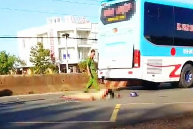 Tin tai nạn giao thông mới nhất ngày 5/7: Nữ công nhân chết thảm dưới gầm xe khách - Ảnh 1