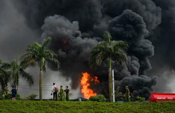 Vụ cháy kho hóa chất: Tồn tại các hợp chất vượt chuẩn trong không khí  - Ảnh 1