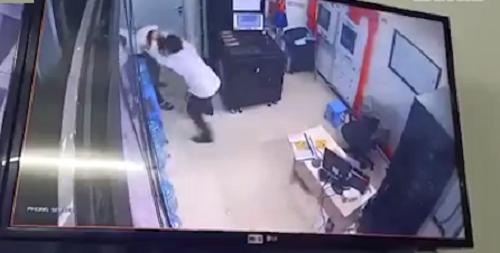 Gã đàn ông đánh tới tấp vào đầu nữ bảo vệ chung cư ở Hà Nội khai gì? - Ảnh 1