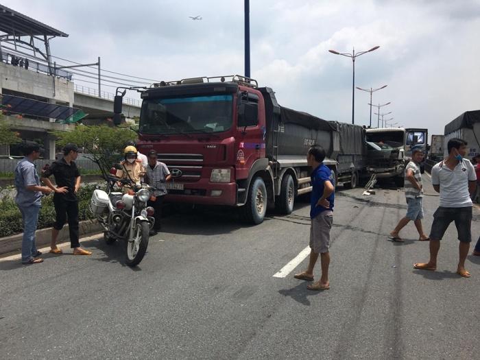 Tin tai nạn giao thông mới nhất ngày 15/8/2020: Nữ tài xế 23 tuổi lái camry húc hàng loạt xe máy có những lỗi gì? - Ảnh 2