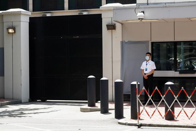Tổng lãnh sự quán Mỹ bị đóng cửa khiến nhà đầu tư Trung Quốc lo mất cơ hội kinh doanh - Ảnh 1
