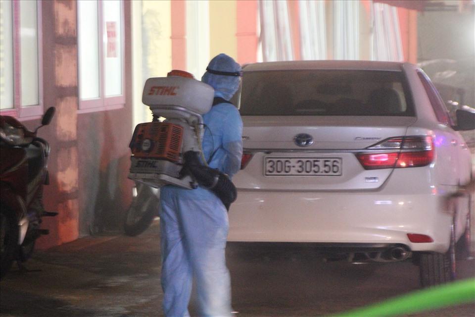 Thêm 1 ca COVID-19 ở Hà Nội, bộ Y tế làm việc ngay trong đêm với bệnh viện E - Ảnh 1