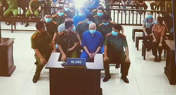 """Xử vụ vợ chồng Đường """"Nhuệ"""" đánh phụ xe: Nữ """"đại gia"""" Nguyễn Thị Dương lần đầu lộ diện sau khi bị bắt - Ảnh 2"""
