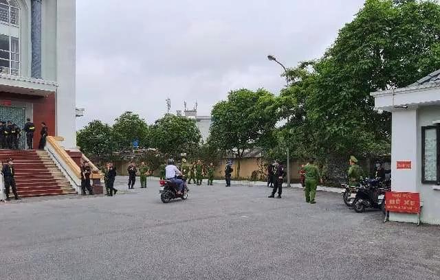 """Xử vụ vợ chồng Đường """"Nhuệ"""" đánh phụ xe: Nữ """"đại gia"""" Nguyễn Thị Dương lần đầu lộ diện sau khi bị bắt - Ảnh 3"""