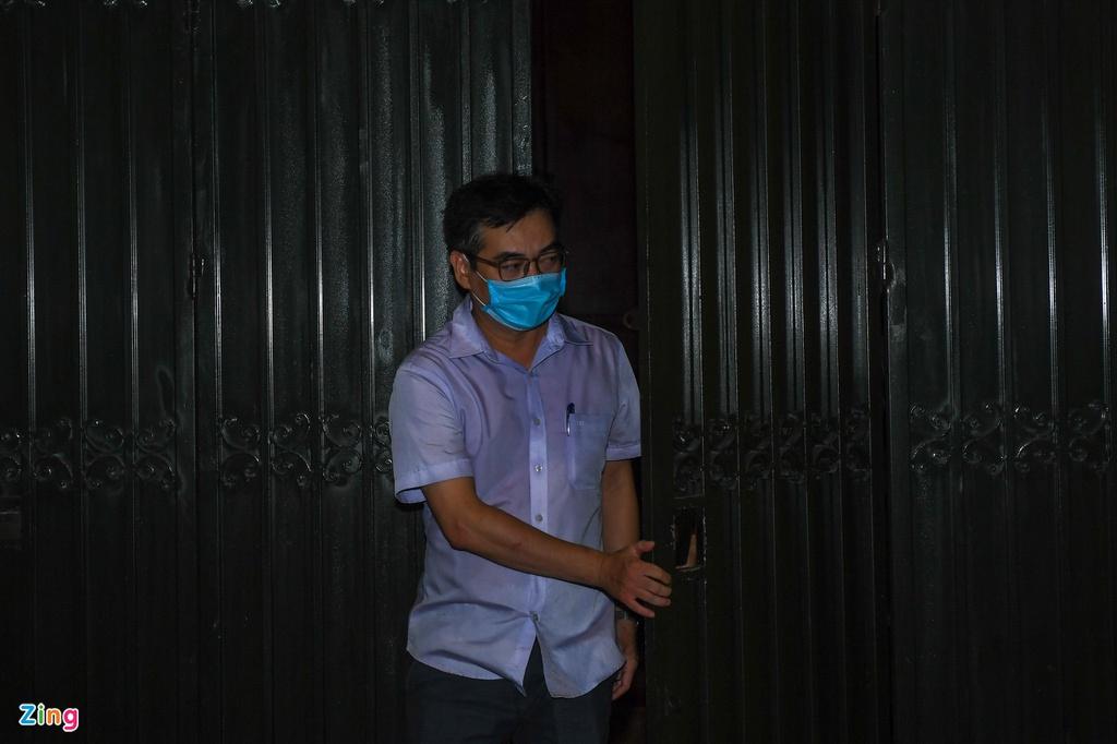 Hình ảnh công an khám xét nhà riêng Chủ tịch TP Hà Nội Nguyễn Đức Chung - Ảnh 3