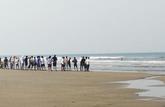 Vụ phát hiện thi thể người phụ nữ nổi trên bãi biển ở Nha Trang: Nạn nhân mặc đồ bơi - Ảnh 1