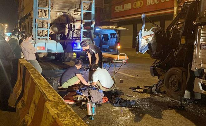 Tin tai nạn giao thông mới nhất ngày 31/8/2020: Ô tô tải tông xe đầu kéo, tài xế tử vong trong cabin - Ảnh 1
