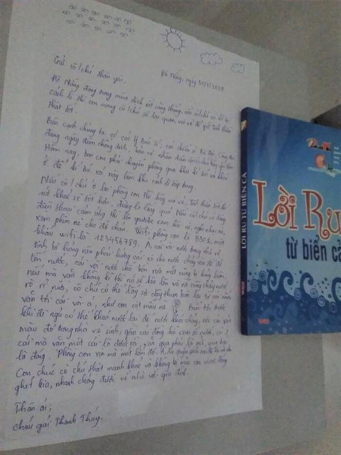 Nữ sinh Đà Nẵng gửi lại bức thư cùng món quà đặc biệt trước khi nhường KTX cho người cách ly - Ảnh 1
