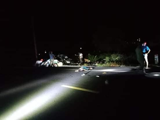 Tin tai nạn giao thông mới nhất ngày 10/8/2020: Tông vào đôi nam nữ đi bộ trong đêm, người đàn ông đi xe máy tử vong - Ảnh 1