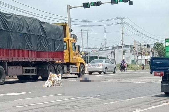 Tin tai nạn giao thông mới nhất ngày 11/9/2020: Truy tìm ô tô tông chết cụ bà nhặt ve chai - Ảnh 1