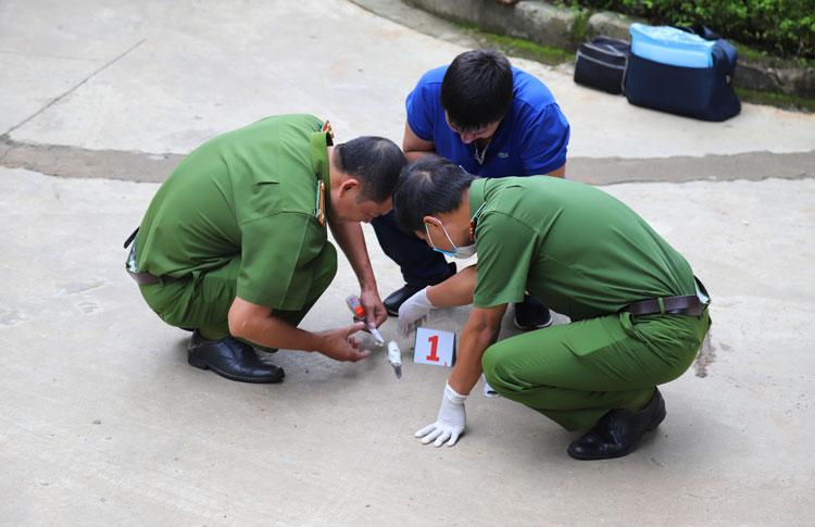Vụ thanh niên 25 tuổi chết cạnh con dao Thái Lan: Tờ giấy tại hiện trường có nội dung gì? - Ảnh 1
