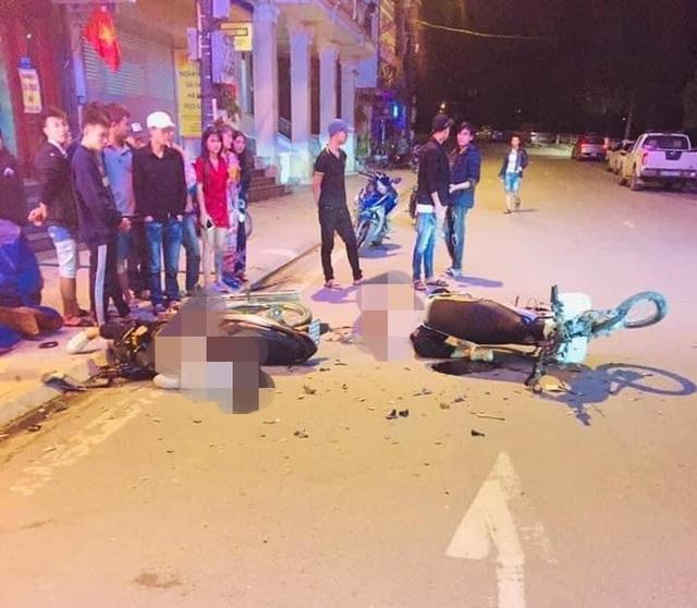 Xe máy tông nhau cực mạnh giữa đêm ở Sa Pa, 2 người tử vong - Ảnh 1